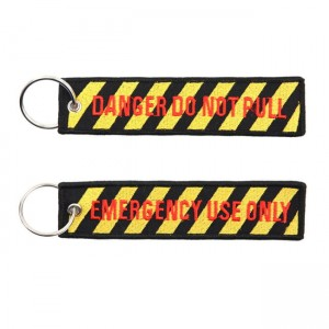 BRELOK DO KLUCZY  DANGER DO NOT PULL KEYCHAIN